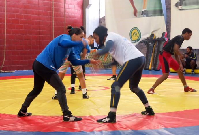 Joice Silva e Giullia Penalber - seleção brasileira de luta olímpica (Foto: Flávio Dilascio)