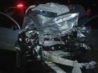 Veículo bate em caminhão carregado de tijolo e motorista morre na SP-141