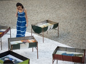 Público pode tocar nas obras (Foto: Victor Hugo/Inverno Cultural UFSJ)