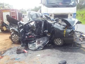 Acidente próximo a Três Marias deixa cinco mortos (Foto: Aline Aguiar / TV Globo)