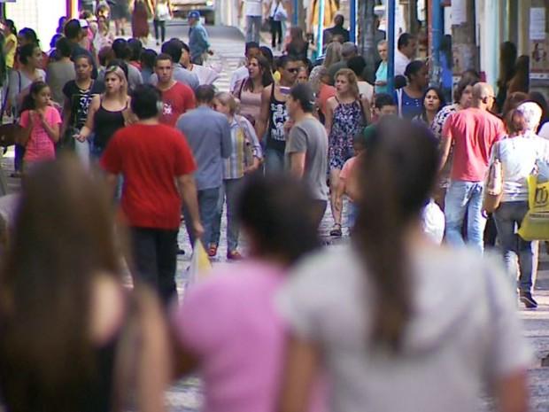 População de Franca, SP, na região de Ribeirão Preto (Foto: Luciano Tolentino/EPTV)
