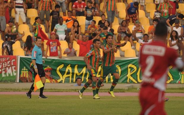 Leandro Kivel comemora gol (Foto: Biaman Prado/O Estado)