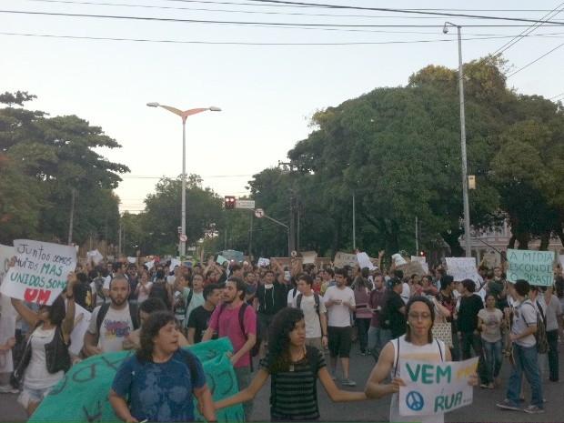 Manifestantes fecham vias do Bairro Benfica (Foto: Gabriela Alves/G1)