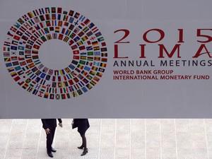 Encontro anual do FMI e do Banco Mundial volta a ser realizado na América Latina depois de quase 50 anos; o Rio de Janeiro sediou a reunião em 1967. (Foto: AFP PHOTO/CRIS BOURONCLE )
