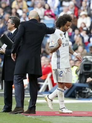 Marcelo é substituído por lesão (Foto: efe)