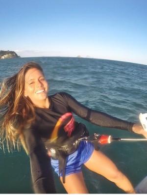 Mila Ferreira vai competir no kitesurfe também entre os homens (Foto: Reprodução/Facebook)