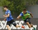 Miralles tenta se firmar no ataque do Santos, e André fala em 'briga sadia'