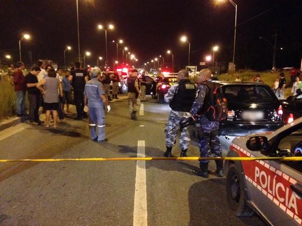 Homicídio aconteceu na BR-101 no início da noite desta quinta-feira (10) na saída de João Pessoa para o Recife (Foto: Walter Paparazzo/G1)
