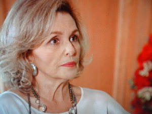 Charlô põe Vânia contra a parede (Foto: Guerra dos Sexos / TV Globo)