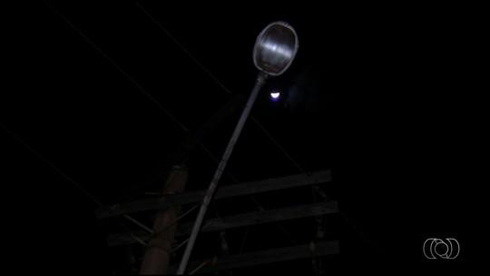 Rialma tem parte de luzes desligadas nas ruas por dívida da prefeitura