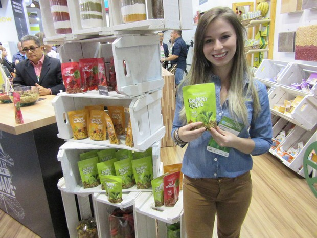 Banana Brasil Cauí lançou biscoitos sem glúten de sabores como beterraba e couve. 'A gente sentiu uma lacuna no mercado', diz Maria Alice Narloch (Foto: Karina Trevizan/G1)