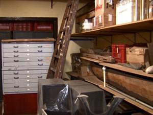 Parte do acervo do museu está guardado em um casarão alugado (Foto: Cesar Fontenelle/EPTV)