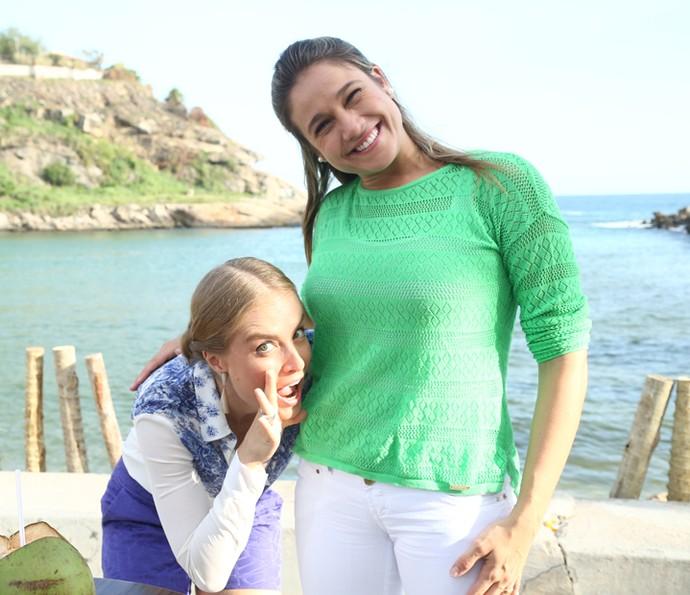 Angélica brinca com a barriga de Fernanda Gentil, que foi grávida ao 'Estrelas' (Foto: Raphael Dias / Gshow)