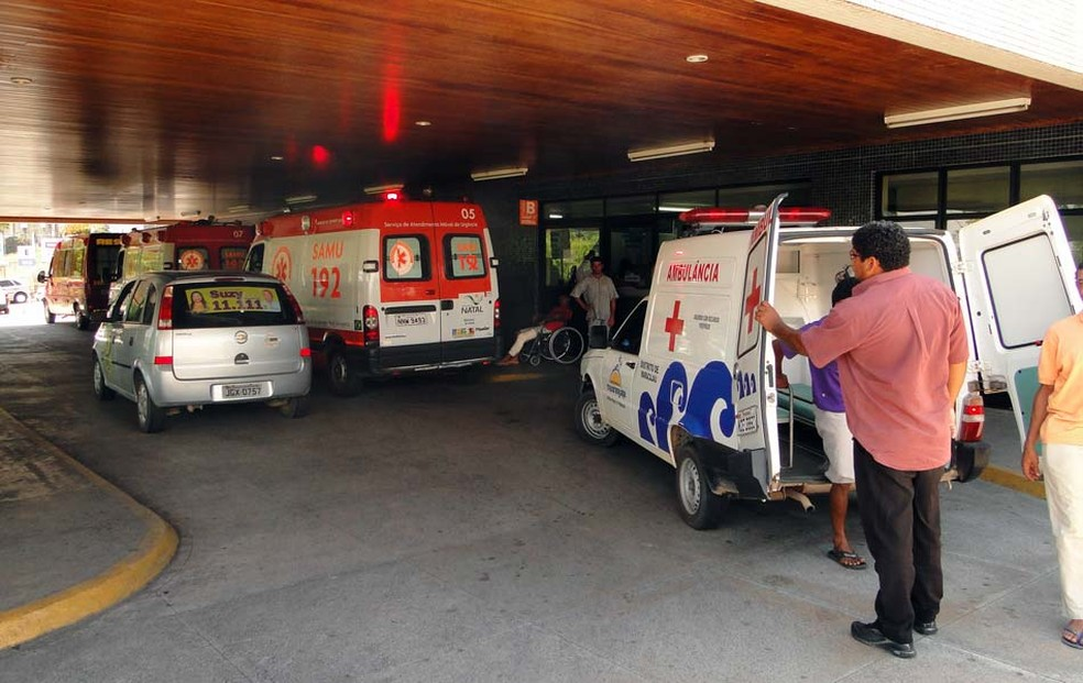 Criança deu entrada no Hospital Walfredo Gurgel na noite de domingo (16) (Foto: Ricardo Araújo/G1)