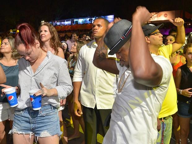 Ne-Yo curte show da Timbalada no Festival de Verão (Foto: Erik Salles/Agência Edgar de Souza)