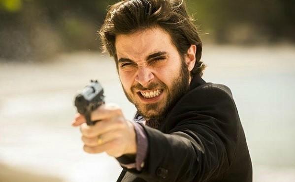 Ruy, personagem de Fiuk, atirou em Zeca (Marco Pigossi) por ciúmes e alavancou o Ibope da novela das 9 (Foto: Reprodução/ TV Globo)