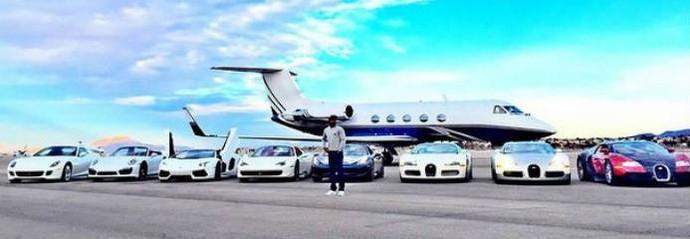 Mayweather tira onda ao mostrar seus carros e jatinho (Foto: Reprodução)