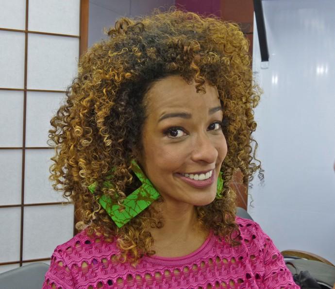 Alinne Prado dá dicas para cuidar dos cachos no dia a dia (Foto: Brunella Menezes / Gshow)