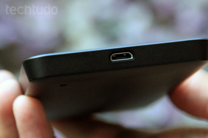 Entrada microUSB do Lumia 630 (Foto: Anna Kellen Bull/TechTudo)