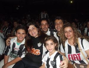 A família Braga, que não perdem uma partida, acreditam na vitória. (Foto: Patrícia Belo /globoesporte.com)