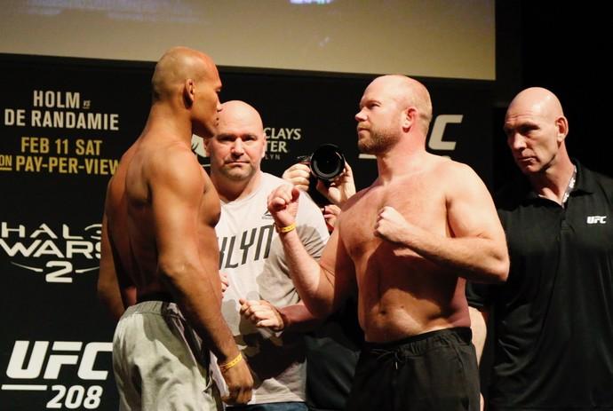 Ronaldo Jacaré x Tim Boestch pesagem UFC 208 (Foto: Evelyn Rodrigues)