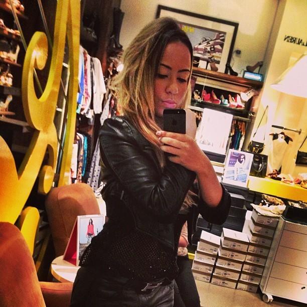 Irmã de Neymar faz charme e biquinho em foto de Instagram - Quem ... 4fedb5cd45cf1