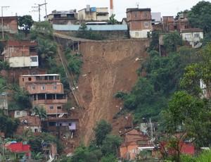 Colatina foi um dos municípios do Espírito Santo que mais sofreu com as chuvas de dezembro (Foto: Elber Dbob)