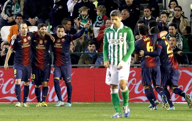 Messi comemora gol do Barcelona contra o Betis (Foto: AP)