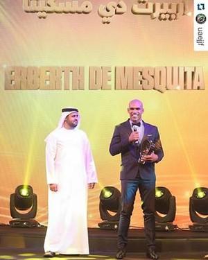 Santos na cerimônia de premiação de melhor atleta em Abu Dhabi (Foto: Divulgação)