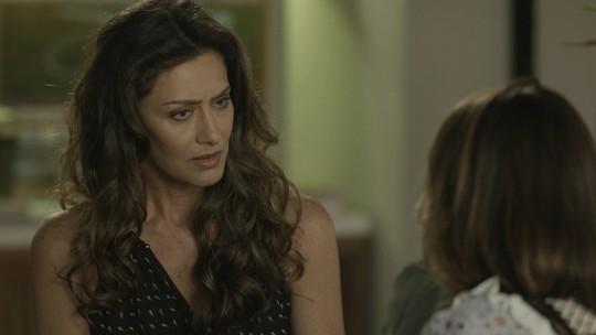 Cibele conta para Joyce que Irene e Eugênio estão juntos de novo