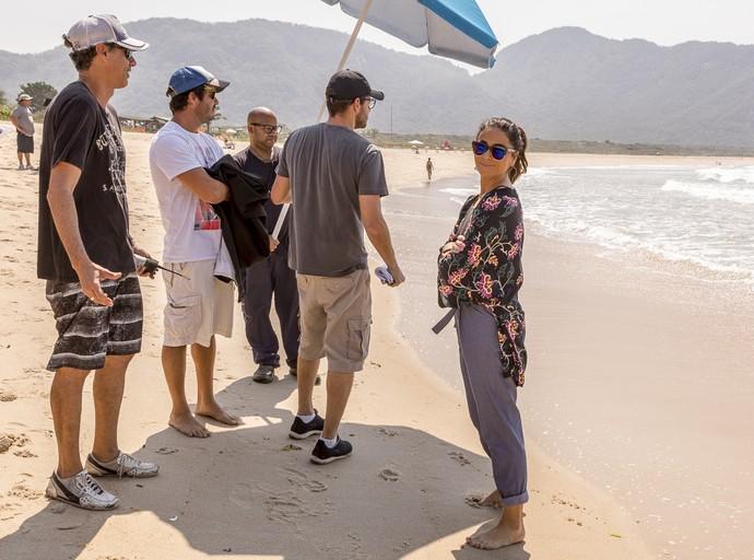 Giovanna Antonelli grava cenas de 'Sol Nascente' na praia (Foto: Ellen Soares/Gshow)