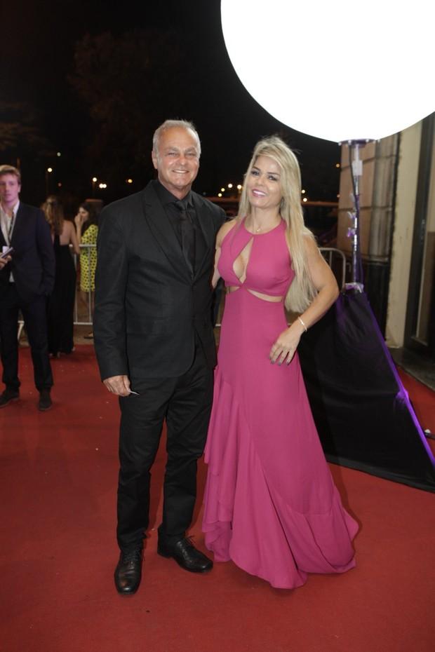 Kadu Moliterno com a namorada Cristianne Rodriguez (Foto: Isac Luz / EGO)