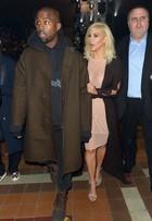 Kim Kardashian vai a 2º desfile no mesmo dia e usa transparência