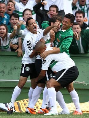 Everton ribeiro coritiba gol atlético-PR (Foto: Geraldo Bubniak / agência Estado)