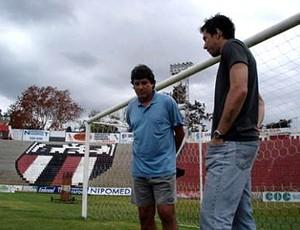 Rogério Spinelli recebe visita do goleiro Doni (Foto: Cleber Akamine / globoesporte.com)