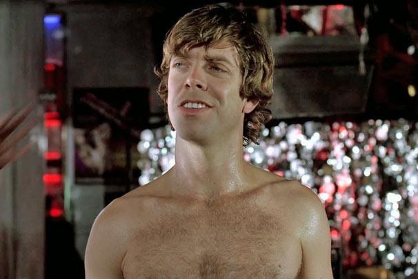 Ben é forçado pelo sogro a se passar por dançarino erótico no filme 'Clube da Mulheres' (Foto: Divulgação)