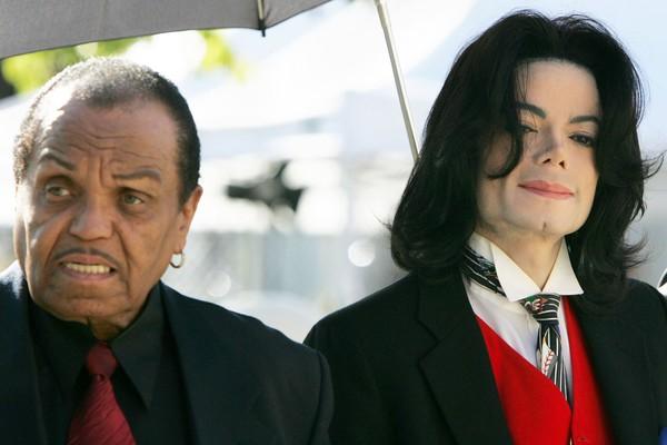 A demissão de Joseph Jackson em 1979 por Michael Jackson foi um dos fatores que levaram ao término da banda Jackson 5. Sem o pai como agente, ele teve uma carreira solo muito bem sucedida (Foto: Getty Images)