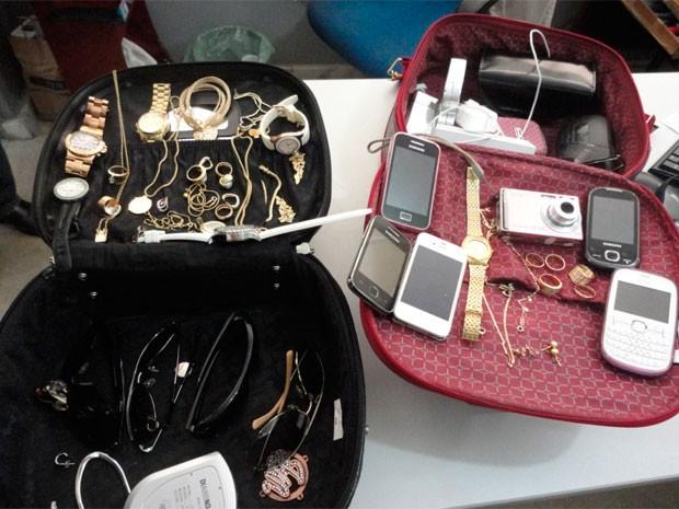 Polícia recuperou parte das joias furtadas no estacionamento (Foto: Cedida/Degepol/RN)