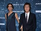 Paul McCartney faz pausa na turnê no Brasil para prestigiar a filha em NY