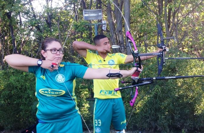 Sarah Nikitin Gabriel Jesus tiro com arco Palmeiras (Foto: Heron Ledon/Divulgação )