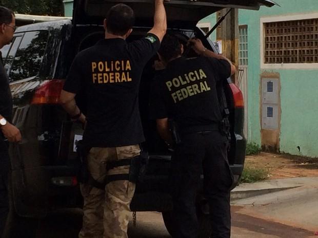 Polícia Federal cumpre mandados durante operação em Palmas (Foto: Cassiano Rolim/TV Anhanguera)