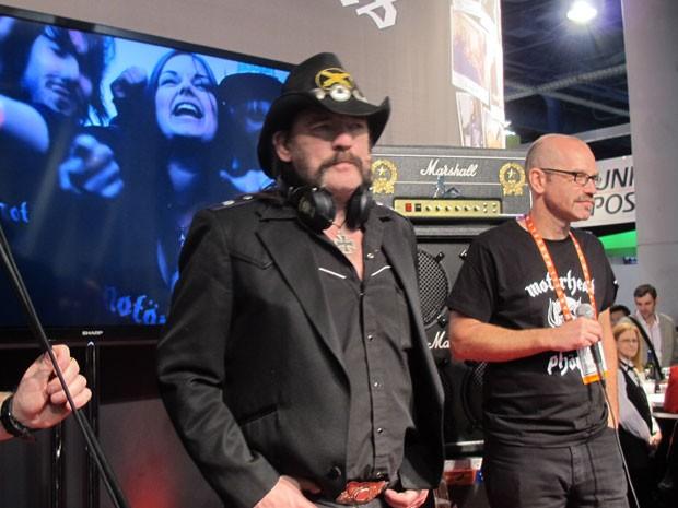 Nossos fones de ouvido não são os pedaços de lixo que estão no mercado, disse Lemmy (Foto: Daniela Braun/G1)