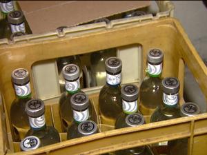 Polícia encontra depósito de bebida falsificada em Indaiatuba (Foto: Reprodução / EPTV)