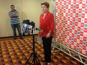 A candidata do PT à Presidência, Dilma Rousseff, em entrevista à imprensa em São Paulo (Foto: Tahiane Stochero/G1)