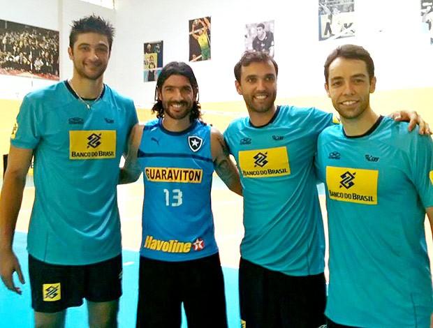 Loco Abreu com Leandro Vissoto, Mauro Júnior e Raphael no treino (Foto: Thales Soares / Globoesporte.com)