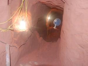 Três homens foram contratados para na abertura do túnel (Foto: Divulgação)