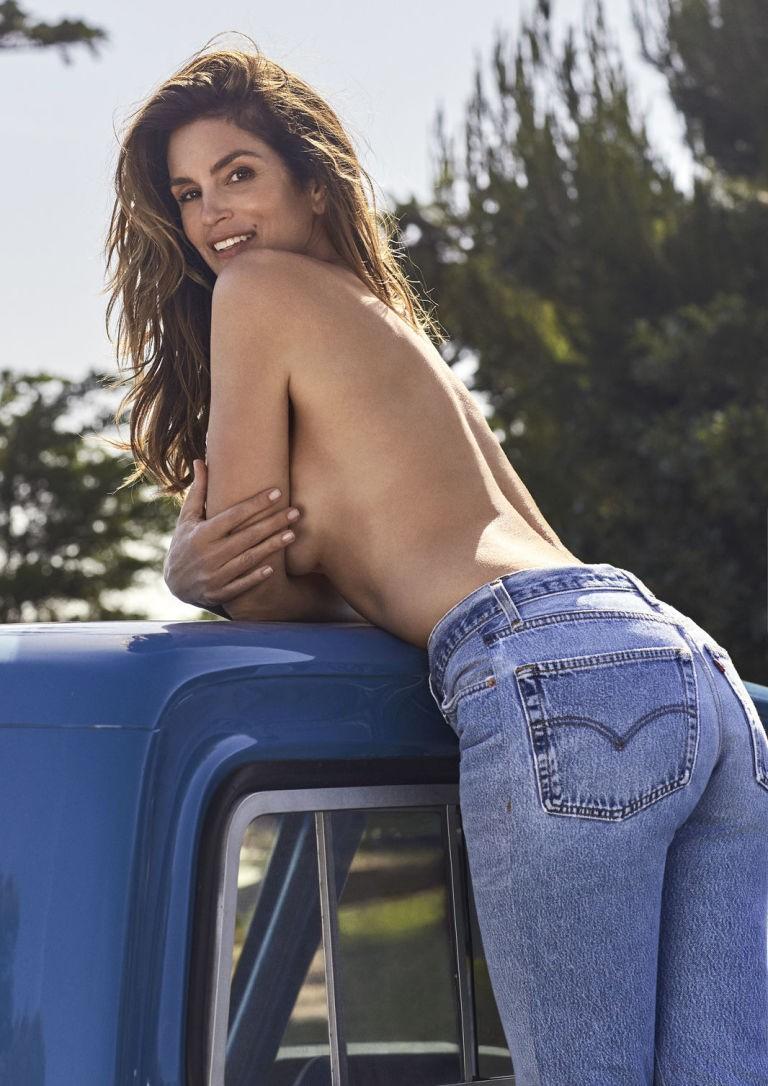 Jeans 90's: Cindy Crawford lança coleção-cápsula para a Re/Done (Foto: Divulgação)