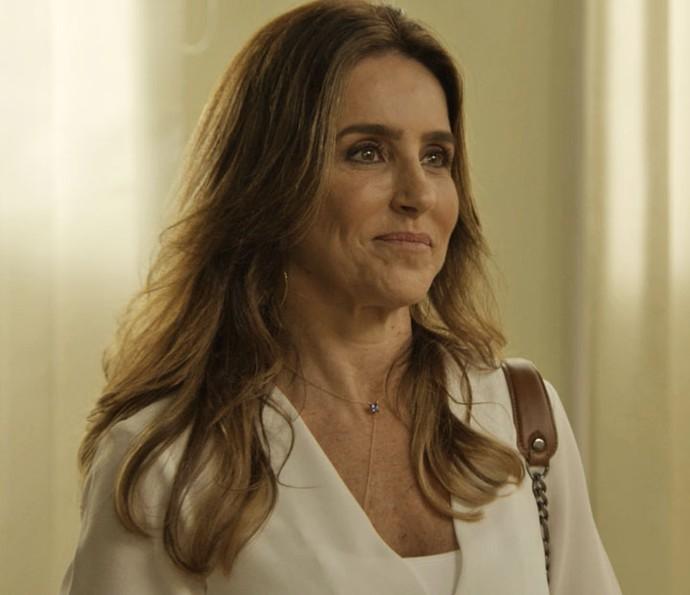 Dulce quer a guarda de Bia para levá-la aos Estados Unidos (Foto: TV Globo)