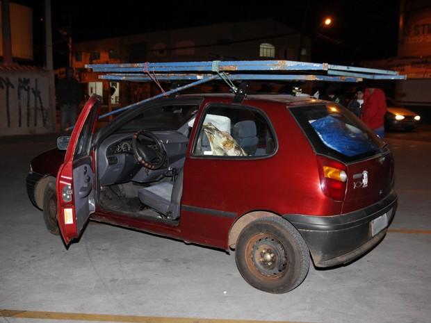 Criança manobrava carro e atropelou a mãe  (Foto: Divulgação / Quioshi Goto/Jornal da Cidade de Bauru)