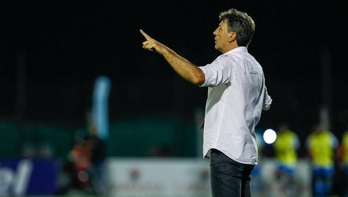 Renato admite problemas em empate, mas projeta evolução na